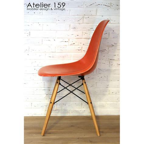 dsw chaise eames originale et vintage orange herman