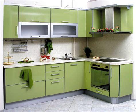 Угловая зелёная кухня фото