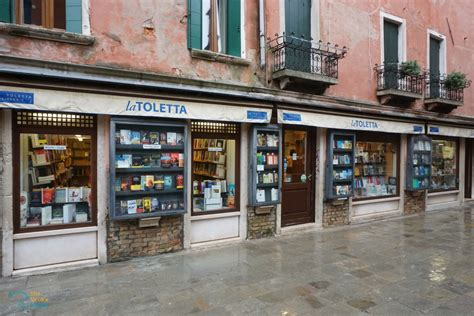 toletta libreria 7 bookshops for booklovers traveling to venice the