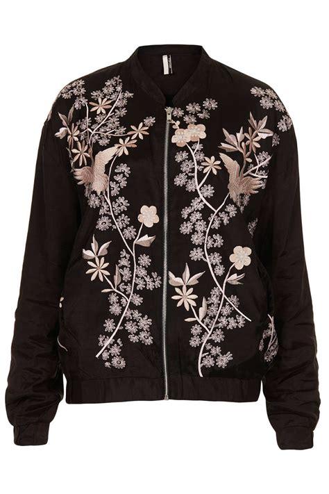 Flow Bomper Jaket lyst topshop flower embroided bomber jacket in black
