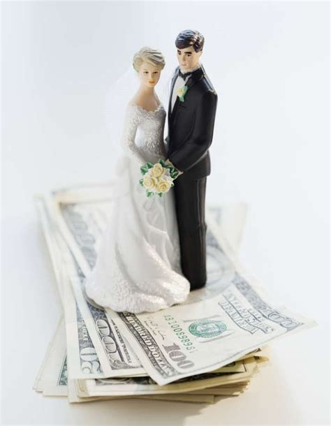 how much cash to give for a wedding wedding guest shocked when bride and groom demand more