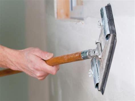dipingere il soffitto verniciare il cartongesso verniciare