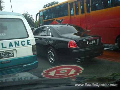 roll royce indonesia rolls royce ghost spotted in jakarta indonesia on 01 17 2011