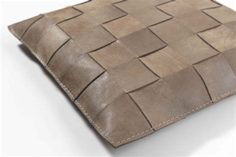 cuscini in pelle cuscini in pelle per divano idee per la casa