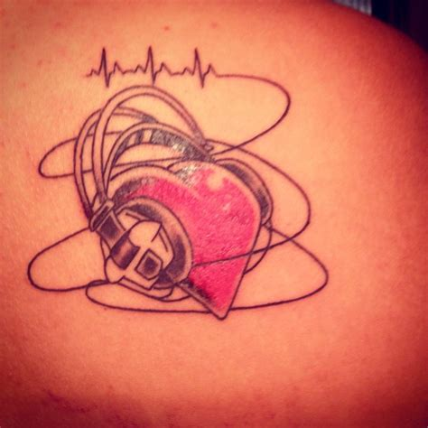 tattooed heart midi 25 best ideas about headphones tattoo on pinterest dj