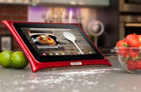 tablette cuisine cook qooq une tablette 224 l 233 preuve de votre cuisine darty vous