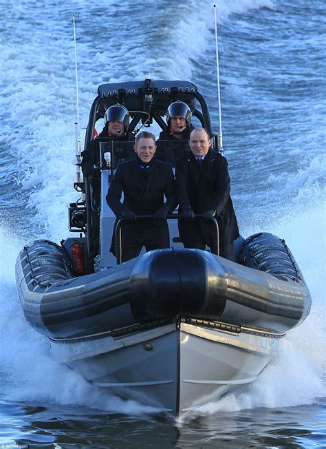 thames river cruise james bond daniel craig is back in james bond mode as he flies down