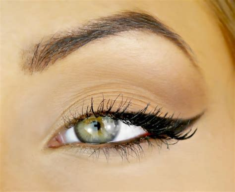 eyeshadow tutorial for round eyes 25 best ideas about angelina jolie eyes on pinterest