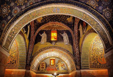 mausoleo di galla placidia interno visitare ravenna itinerario a piedi cosa vedere in due
