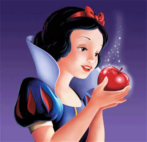 Apple Snow White a choiful noise disney inspired fashion