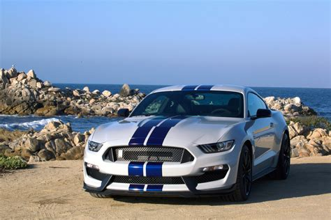 Mustang Vs Bmw by 2017 Ford Mustang Vs 2017 Bmw M4 Compare Cars