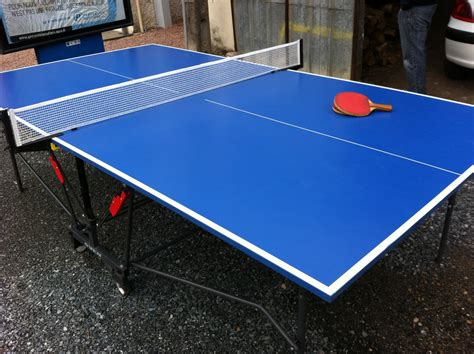 table de cing decathlon table de pingpong d 233 cathlon avec 2 raquettes ping pong
