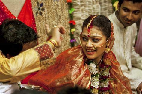 %name candid wedding photography   Candid Photography of a Bengali Indian Wedding at Kolkata   Wedding Photosutra