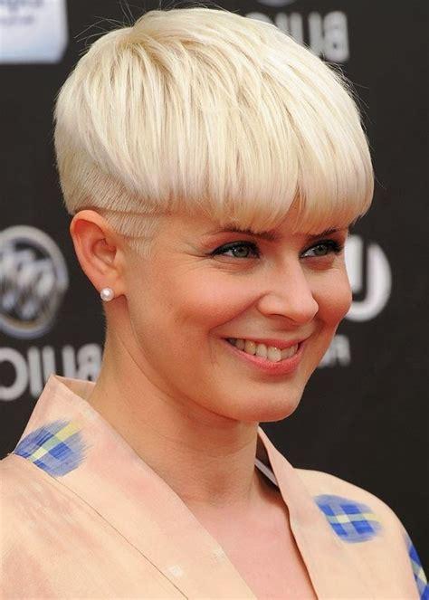 bowl haircuts for women trendy short blonde bowl cut mushroom haircut for women