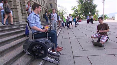 la sedia a rotelle la sedia a rotelle creata da universitari che abbatte le