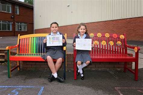 primary school benches sinai buddy benches to help pupils make friends jewish
