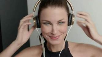 olay ageless model who is the woman in the olay commercial