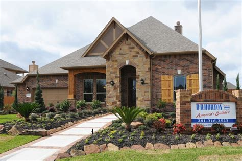 Dr Horton Homes by Dr Horton Model Home In Tuscan Lakes Camie Castle