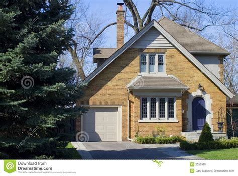 yellow brick house royalty free stock images image 2355939