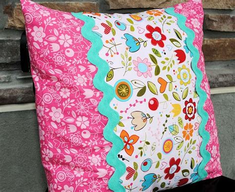 Make A Throw Pillow by 45 Diy Pillows Diy Projects For