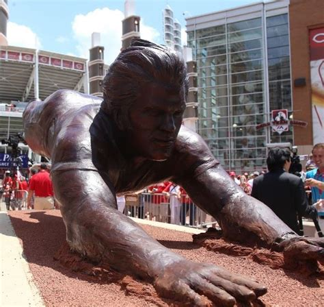 Pete Rose Statue Giveaway - cincinnati reds unveil fantastic pete rose statue outside