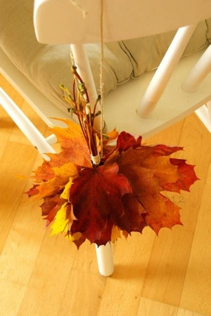 30 cool ways to use autumn leaves for fall home d 233 cor 30 cool ways to use autumn leaves for fall home d 233 cor