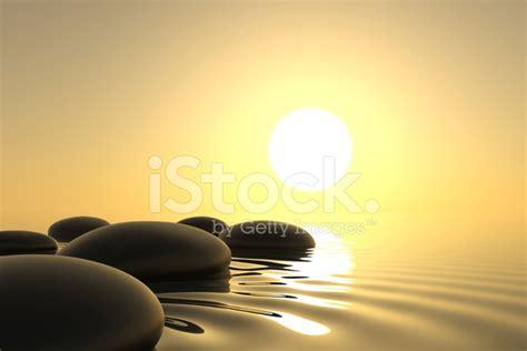imagenes zen agua piedras zen en el agua en el fondo del atardecer