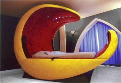 10 weird shaped beds