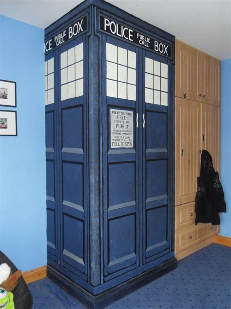 tardis bedroom tardis wall by sorcha surk sorkie on deviantart