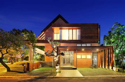 indonesia luxury homes living large   small site