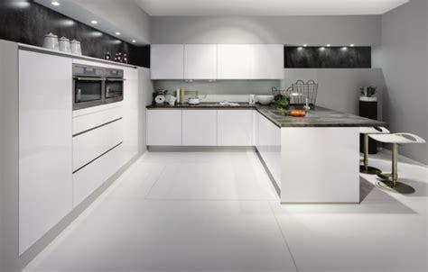 cuisine sol blanc la cuisine laqu 233 e une survivance ou un hit moderne