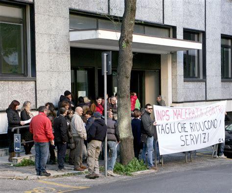 sede inps macerata basta tagli la protesta dei dipendenti inps cronache