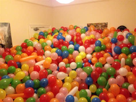 a room full of students prank housemate with 5000 balloons