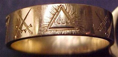 anello degli illuminati anelli massonici paperblog