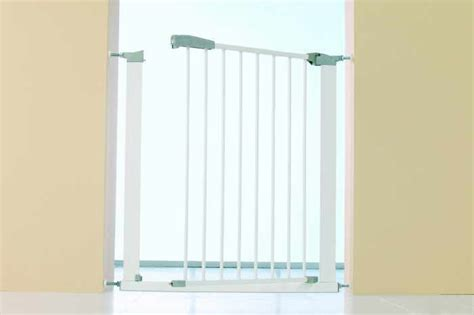 baby gates that swing open baby dan babydan swing shut baby gate review compare