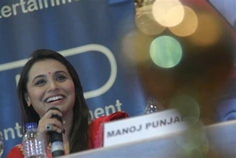 film terbaru aamir khan sukses di cina republika online rani mukherjee kareena kapoor perang dingin kok