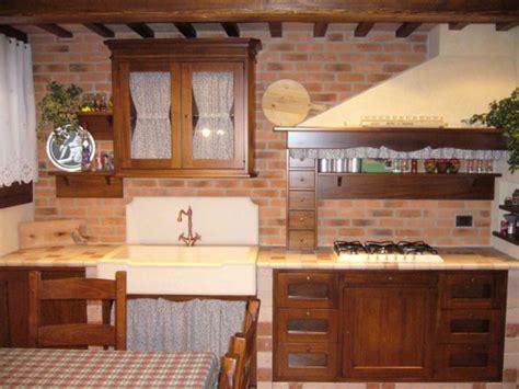piastrelle rivestimento cucina rustica cucina piastrelle in cotto ideare casa