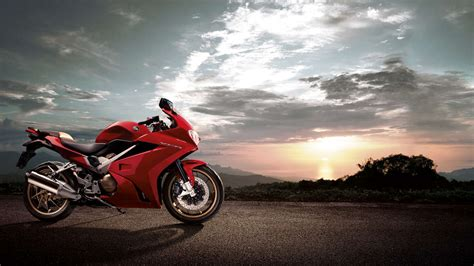 New Rider Sport R762b new vrf800 stylish sport touring motorbike honda uk