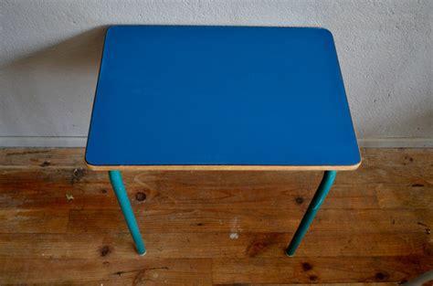 schul stuhl schul stuhl und tisch aus k 246 nigsblauem formica 1960er bei