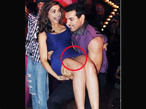 hollywood actress oops moments it s shocking deepika padukone oops moment photos 471737 filmibeat