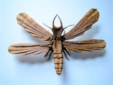 Fly Origami - realistic insects made from one sheet of paper
