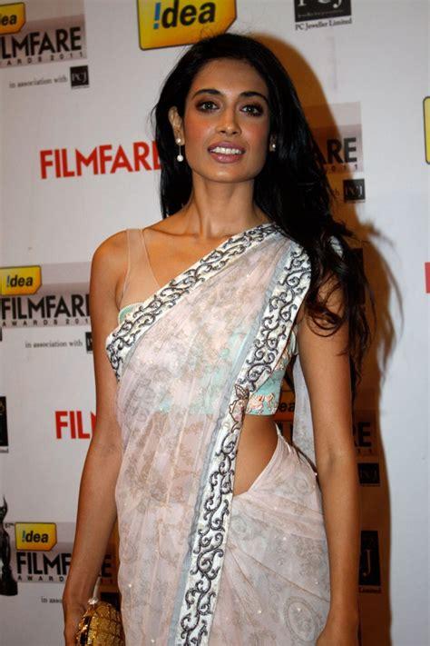 sarah jane dias in saree sarah jane dias in saree at filmfare awards desistarz
