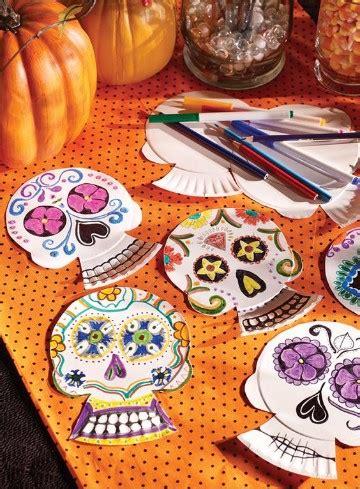 como decorar una calavera de papel con lentejuela como adornar una calavera de papel periodico de personajes