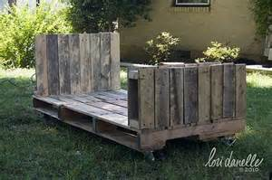Day Beds Made Out Of Pallets Willie And Henrietta Pallet Bed