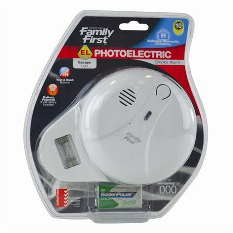 Alert Smoke Detector Blinking Light by Family 9v Photoelectric Smoke Alarm With Escape Light