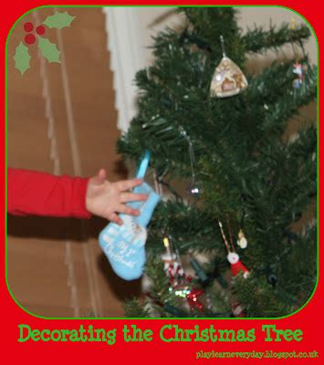 decorating the christmas tree play and learn every day