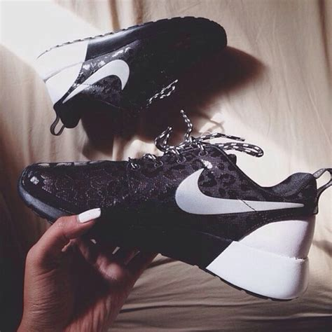 shoes shorts black and white nike roshe run black white