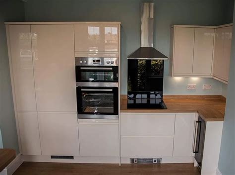 quality kitchens magnet kitchen howdens kitchen fitters quality kitchens magnet kitchen howdens fitters