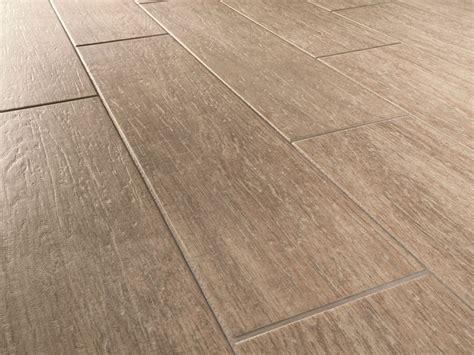 pavimenti per interni finto legno pavimento in gres porcellanato effetto legno habitat by