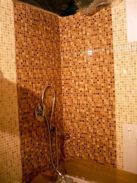 doccia con mosaico foto interno doccia con mosaico vero in vetro colorato di
